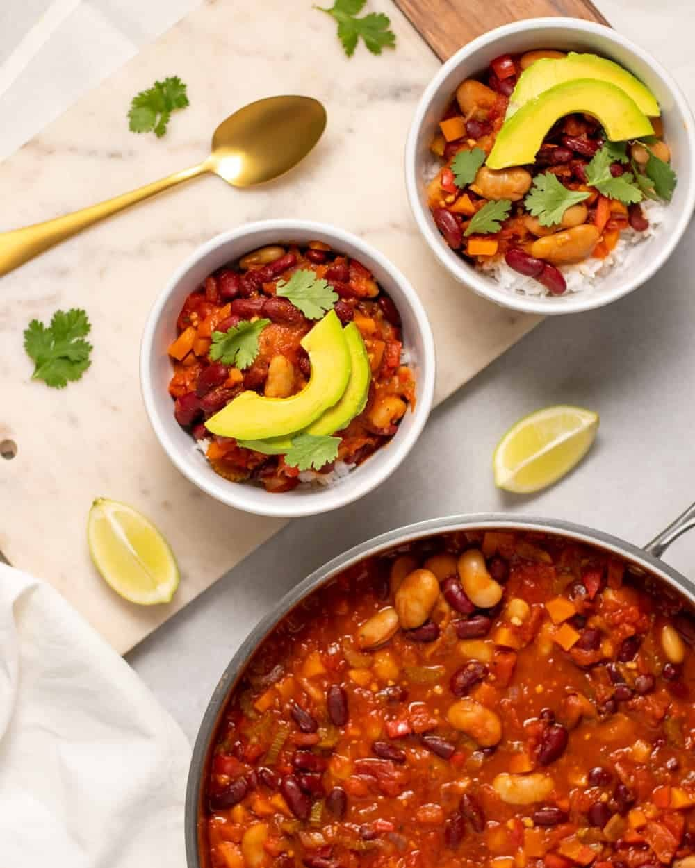 When you're craving your favourite hearty foods, what better to make than our easy vegan chili recipe? It's quick to prepare and packed full of fresh vegetables and spices.